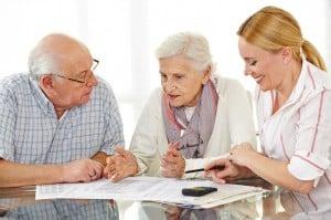 Beratung von Senioren-Paar