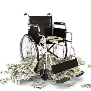 Ein Rollstuhl überhäuft mit Geldbündeln